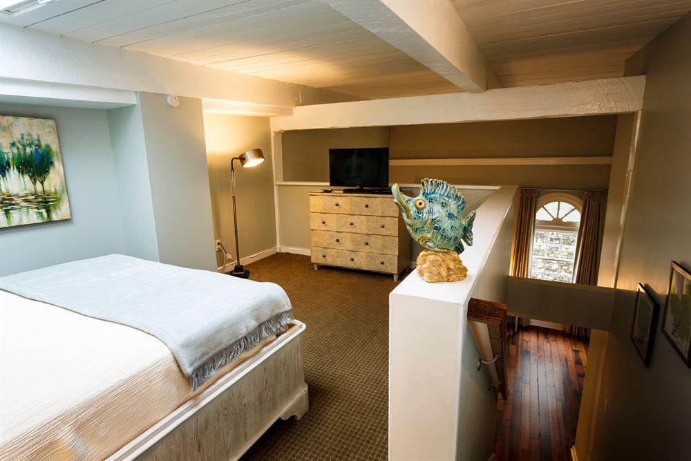 Historic Savannah Georgia Hotel Room with Hardwood Floors